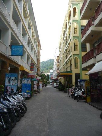 Aspery Hotel: Vista del callejón donde da el hotel