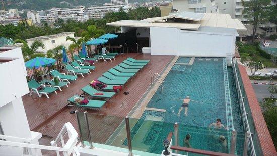 Aspery Hotel: Vista de la pileta en la planta superiro
