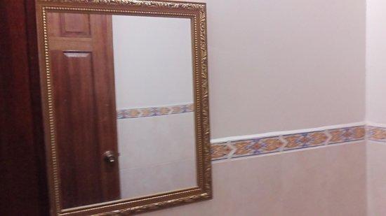 Hotel and Restaurant Sherwood: Bathroom