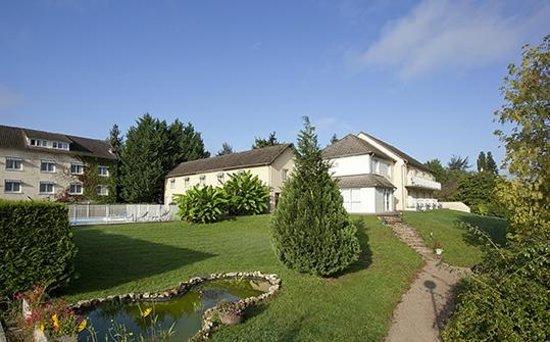 Hotel du Pont Neuf: Pavillons parc et piscine