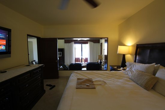 Casa del Mar Golf Resort & Spa: View from bedroom into living room