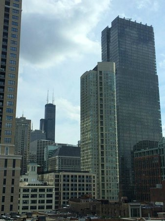 Hyatt Place Chicago / River North: View of Willis (Sears) tower from 9th floor of Hyatt Place