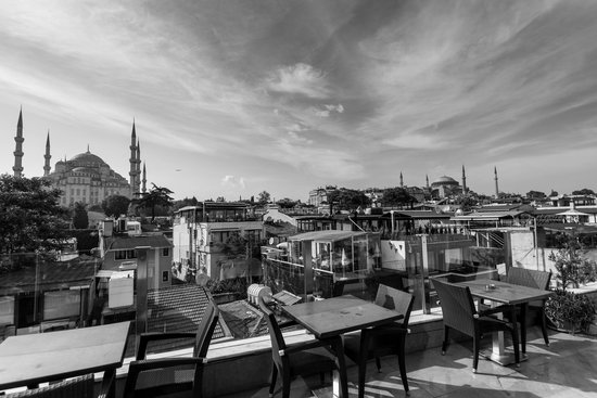 Ferman Hotel: View of Blue Mosque & Hagia Sofia from the terrace