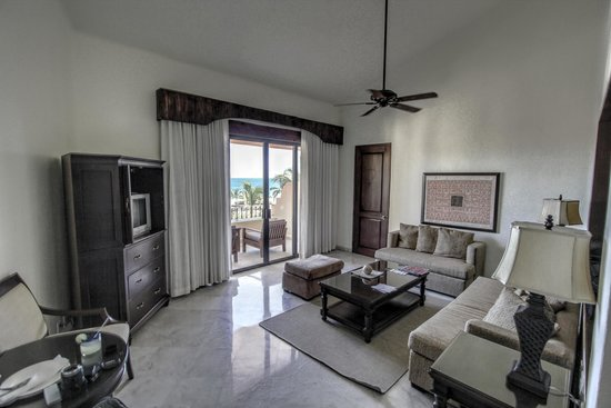 Casa del Mar Golf Resort & Spa: Living room and patio