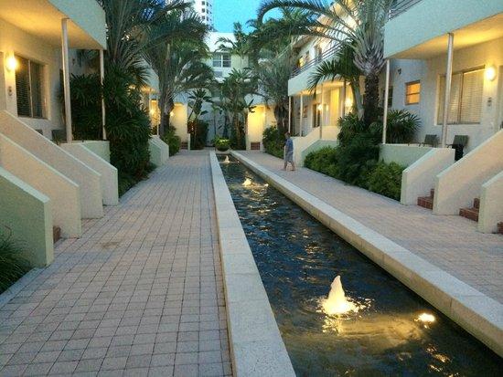 Dorchester Hotel: Udendør i hotelområdet