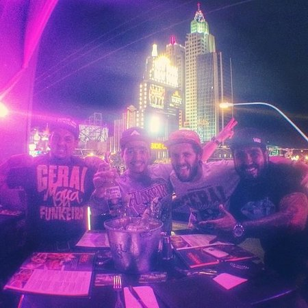 Hard Rock Cafe: Geral reunida!