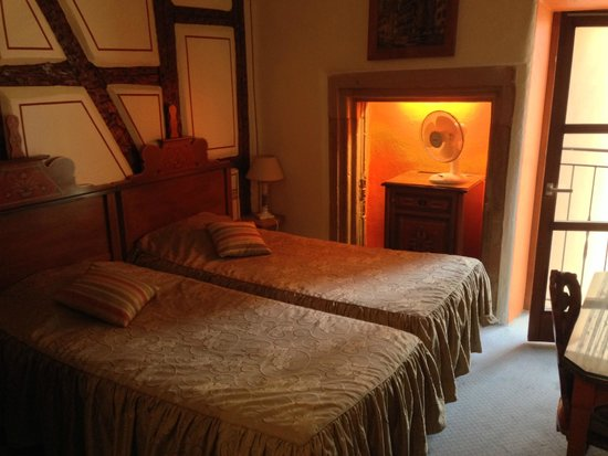 Hotel Saint Martin: Our cosy double bed room