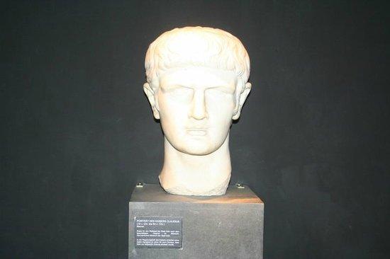 Praetorium: Roman bust