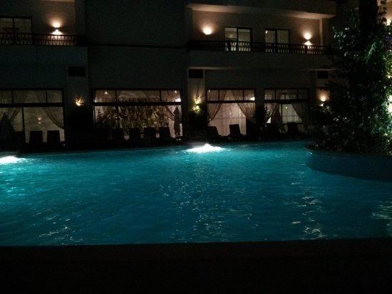 Kech Boutique Hotel & Spa : piscine de nuit