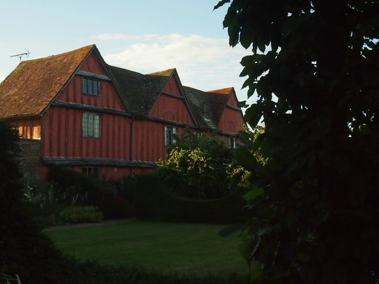 Pauntley Court Luxury Bed & Breakfast: A view of the cottage from the gardens