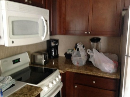 Wyndham Palm-Aire : Stove, Microwave,coffee maker, blender