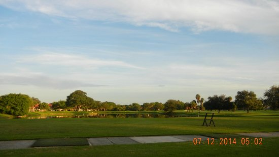 Wyndham Palm-Aire: Driving range at the Cypress course
