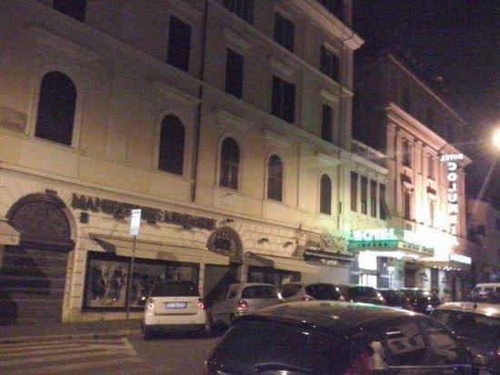 Selene Style Hotel: Em frente ao hotel