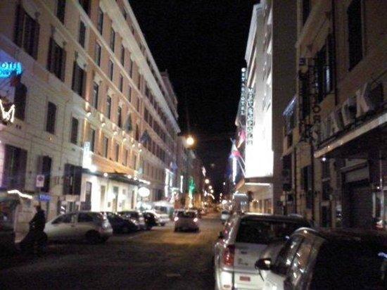 Selene Style Hotel: Via Del Virminale à noite