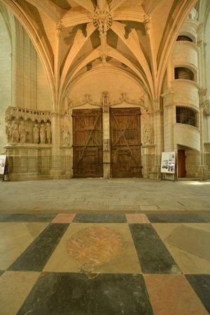 Cathédrale de Saint-Pierre et Saint-Paul : Portoni