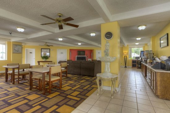Econo Lodge Byron/Old Macon Rd: Hotel Lobby