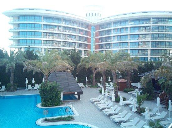 Liberty Hotels Lara: נוף למלון מכיוון ברכת המבוגרים השקטה