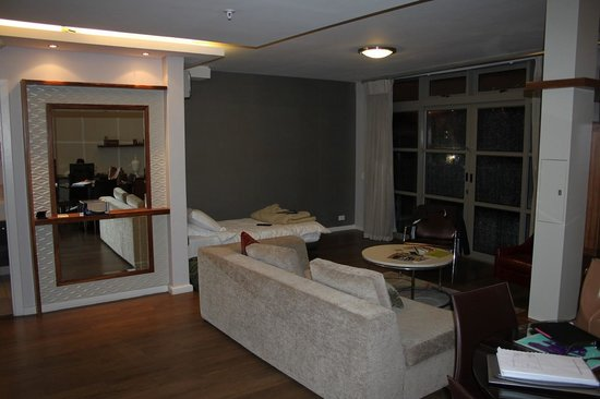 DoubleTree by Hilton Cape Town - Upper Eastside: Lounge Area