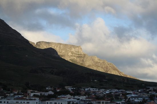 DoubleTree by Hilton Cape Town - Upper Eastside: Table Mountain from room