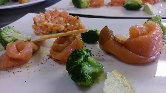 Le Clos des vignes : duo de saumon sauvage de Norvège fumé par nos soin et saumon en tartare.