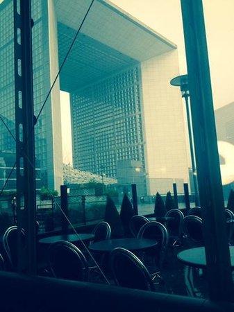 Renaissance Paris La Defense Hotel : view from the shopping centre