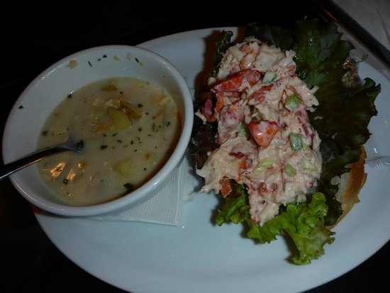 Magnolia's Grill: Clam chowder and Lobster roll