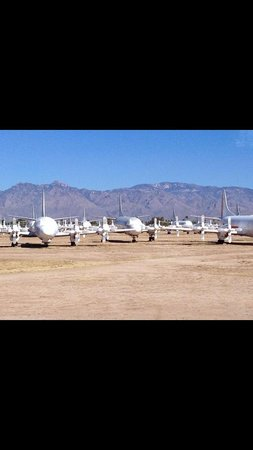 Pima Air & Space Museum: Airplane Graveyard
