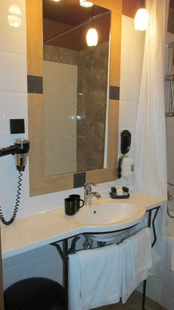 BEST WESTERN Santakos Hotel: Ванная