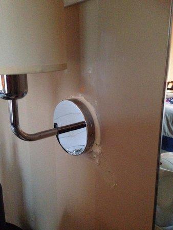 Malmaison Hotel Edinburgh: Badly repaired walls (1)