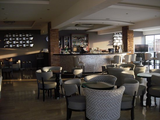 Asterias Beach Hotel : Abendbar in aller Frühe