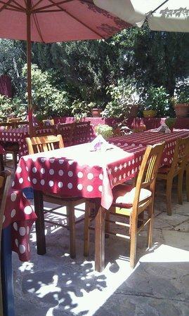 Imogen's Inn Taverna : Imogens outside seating