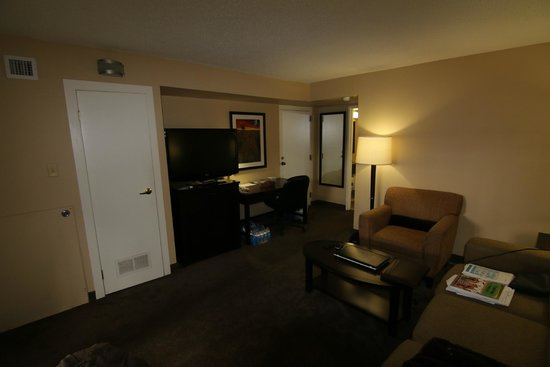Baymont Inn & Suites Red Deer: suite