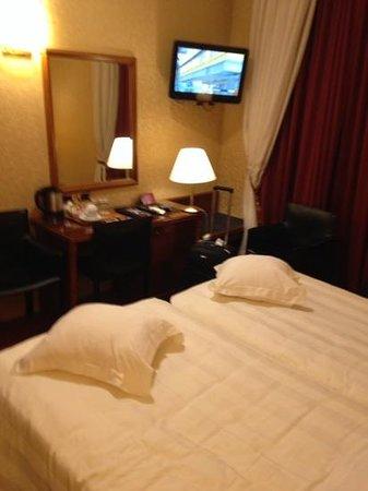 Hotel Berna: Room 112