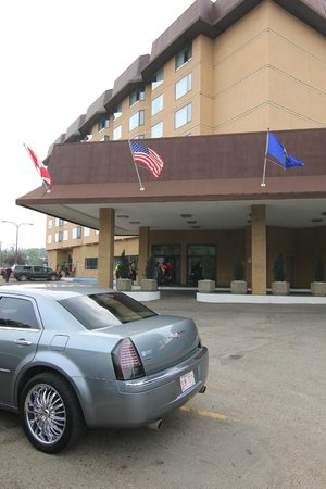 Baymont Inn & Suites Red Deer : lobby  entrance