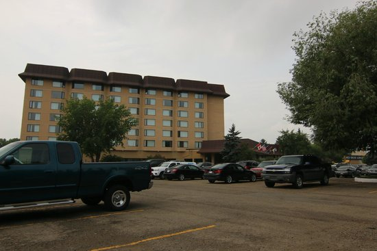 Baymont Inn & Suites Red Deer : Entrance