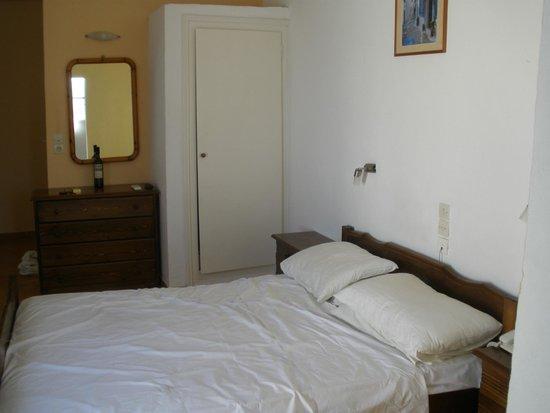 Gardenia Hotel: The bedroom