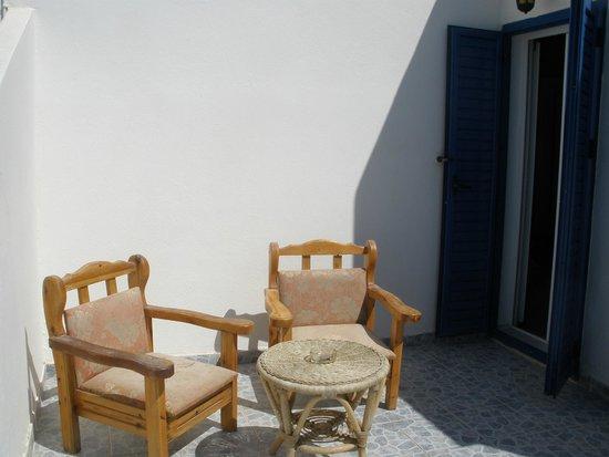 Gardenia Hotel: our balcony.