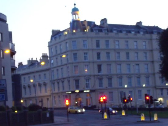 New Continental Hotel: Evening view of the front of the hotel