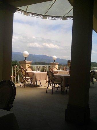 Villa la Borghetta: terrazzo panoramico per la colazione e cena