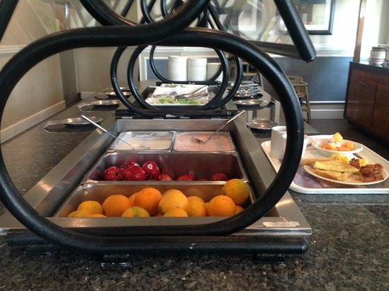 Embassy Suites by Hilton Deerfield Beach - Resort & Spa: Cold breakfast bar