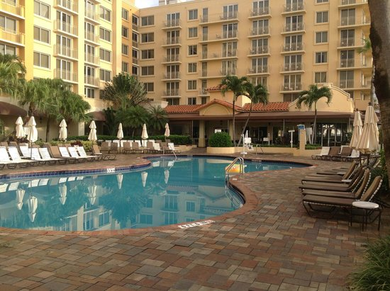 Patio To Restaurant Picture Of Embassy Suites By Hilton Deerfield Beach Resort Spa