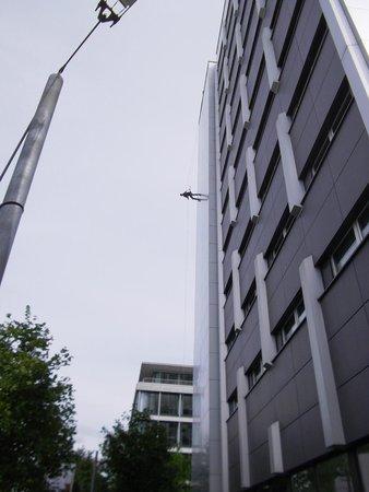 Rilano 24/7 Hotel Munich : Outdoor lift service!!