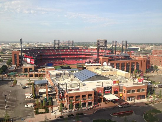 Hilton St. Louis at the Ballpark: View of Busch Stadium & Midwest Live!