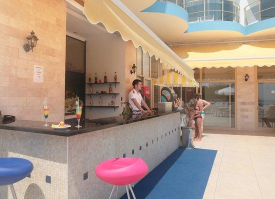 Arora Hotel: pool bar