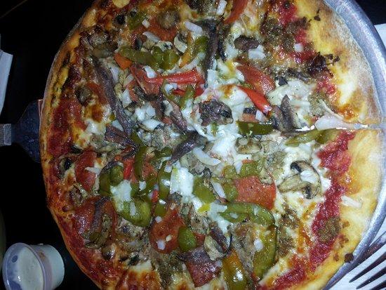 Danny's Pizzeria: Supreme Pizza