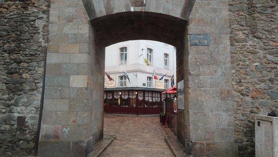 Hotel Restaurant De La Porte Saint-Pierre: The hotel restaurant from the Saint Peter's gate