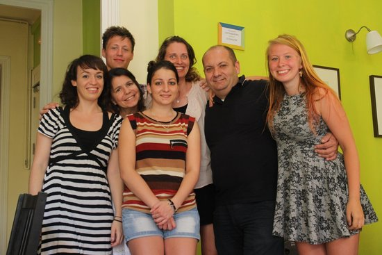 Barcelona Central Garden Hostel: group photo with Mriko, Alessia and BCG staff