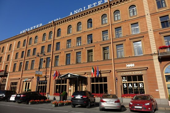 Angleterre Hotel: Front of Hotel, facing St. Isaac's Squre