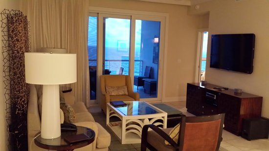 Hyatt Siesta Key Beach Resort, A Hyatt Residence Club: Den in unit 607