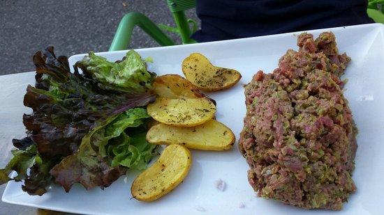 8 M des Monts : Tartare de boeuf et pommes de terre exquises